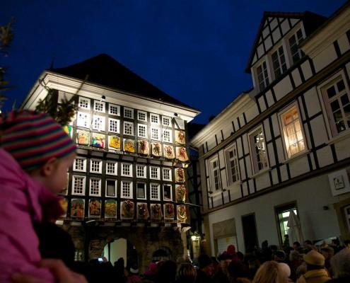 Frau Holle auf dem Weihnachtsmarkt Hattingen