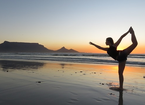 Yoga vor Meer und Berg