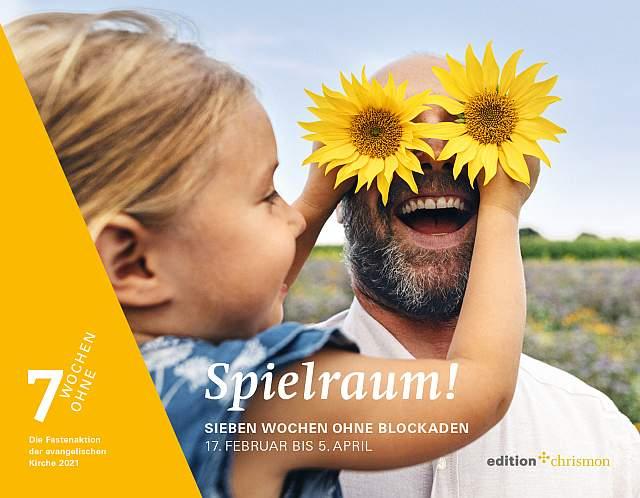 Spielraum, Ein Kind hält einem lachenden Mann zwei Sonnenblumenblüten vor die Augen